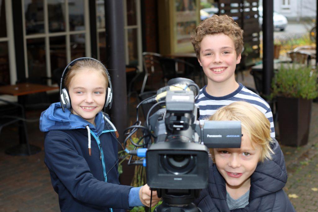 Bild: Kinder mit Kamera