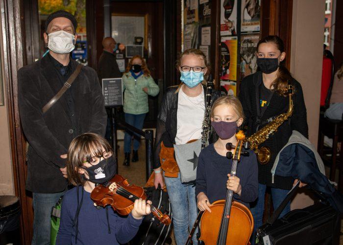 Die Musikerinnen vor dem Auftritt